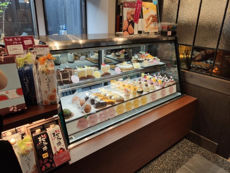 桜珈琲河内長野店ケーキも売ってる