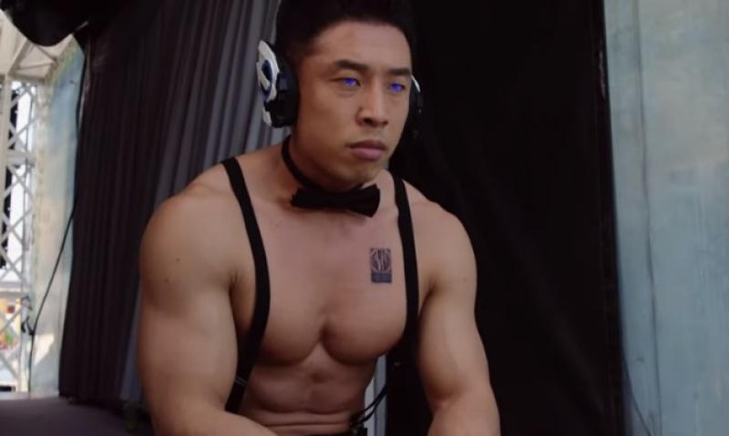 「腹筋崩壊太郎」の画像検索結果